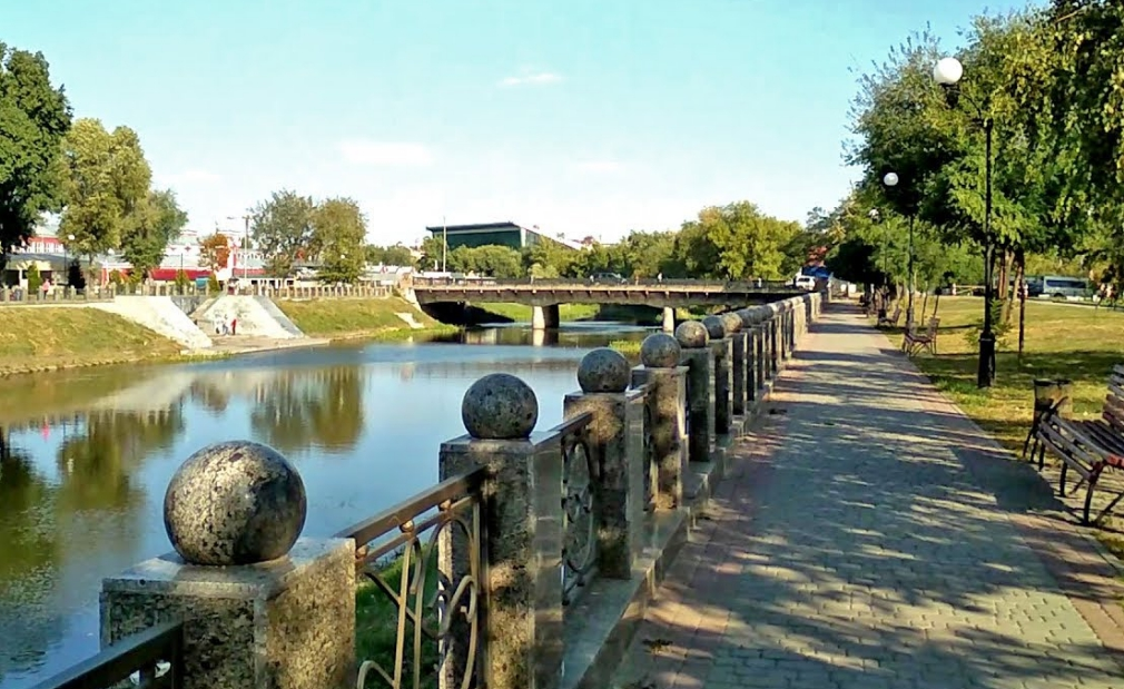 Лопанская набережная в Харькове