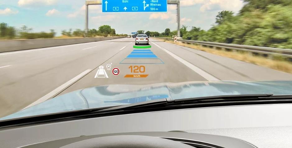 Визуальная графика на лобовом стекле авто