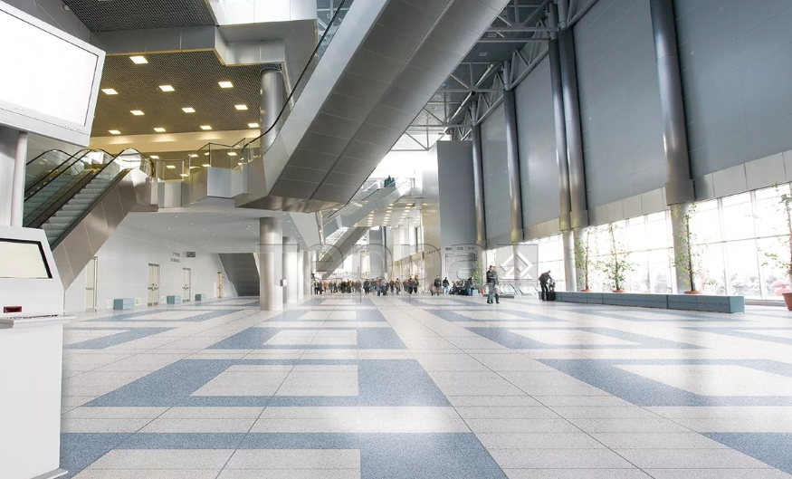 Керамогранит на полу в торговом центре