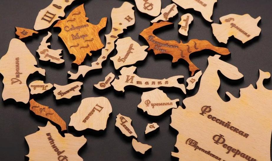 Деревянный географический пазл как подарок