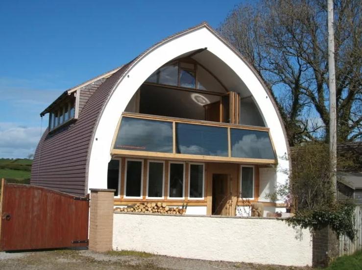 Крыша дома арочного исполнения
