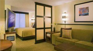 Дизайн спальни-гостиной совмещенной в одной комнате