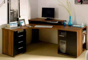 Угловой компьютерный стол: практичность и актуальная эстетика