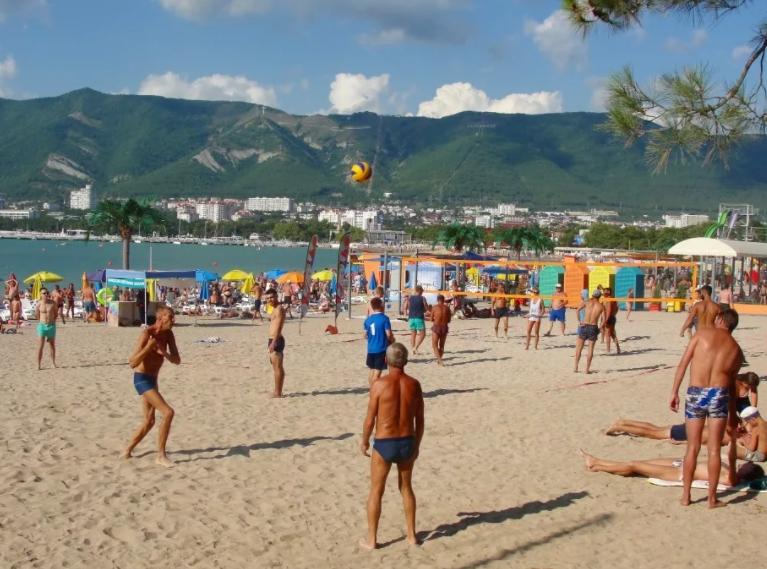 Песочный пляж ы Геленджике