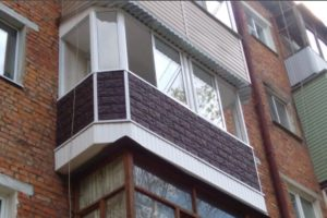 Купили квартиру? Остекляем балкон с крышей