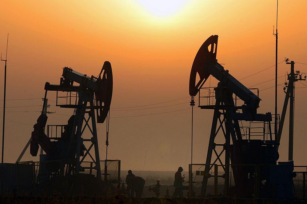 Россия вместе с Саудовской Аравией подумывают о сокращении добычи нефти.