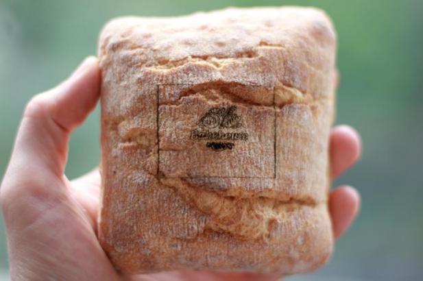 Гравировка на хлебе