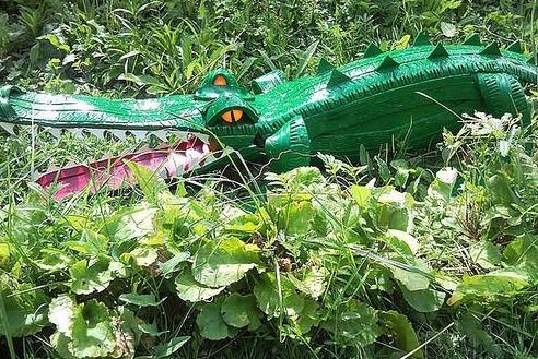 Крокодил из покрышки для участка